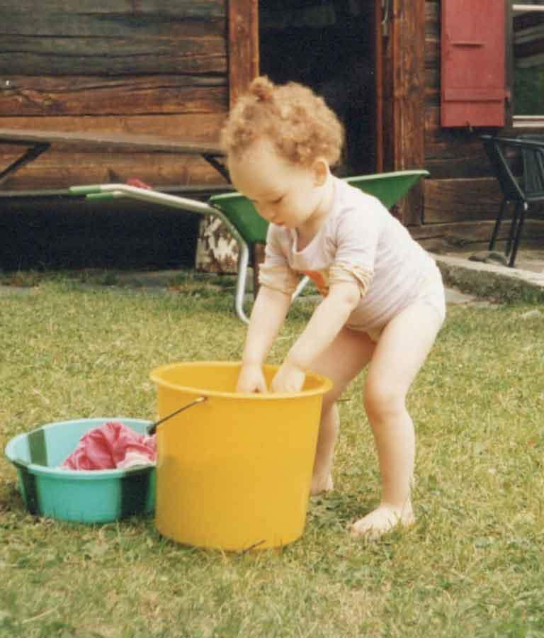 Foto van een kind in een gezonde houding